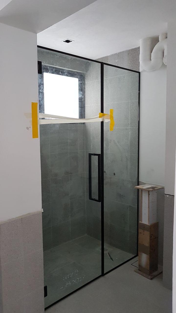 single shower screen 2