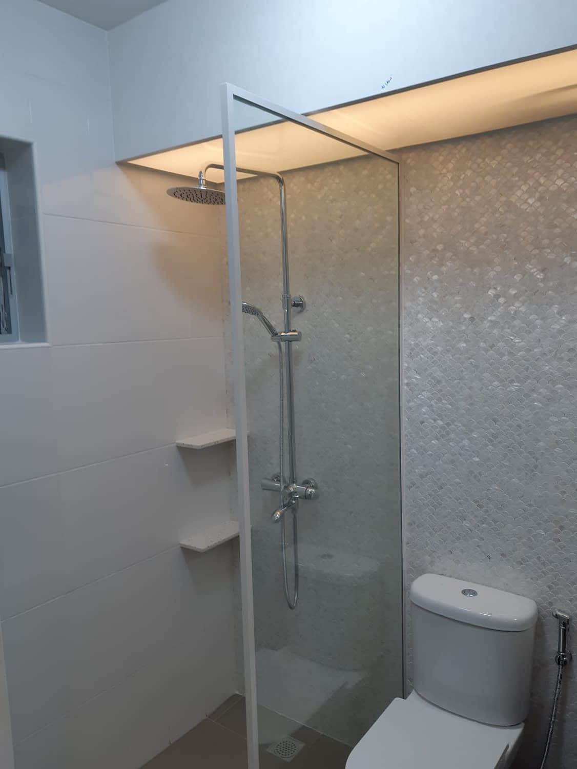 single shower screen